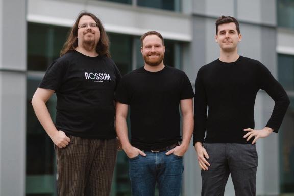 Umělá inteligence přepisující faktury přinesla českému startupu Rossum astronomickou investici